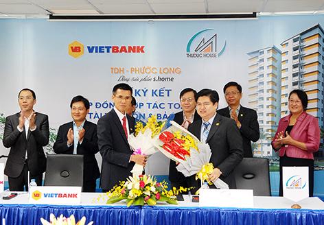 Hoa lâm hợp tác với việt Bank